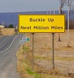 дорожный знак пряжки вверх Стоковая Фотография