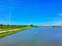 Оросительный канал имеет ветротурбину используемую для того чтобы произвести электричество Стоковые Фотографии RF