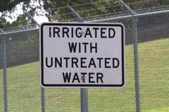 орошенная вода знака необработанная Стоковая Фотография RF