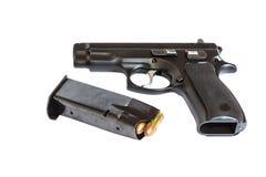 Оружие личного огнестрельного оружия автоматического пистолета с пулями и кассетой Стоковое Изображение RF