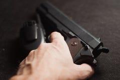 Оружие и рация на черной предпосылке, Стоковая Фотография RF