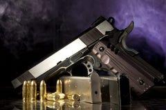 Оружие, кассета и пули реплики Стоковые Изображения