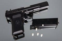 Оружие Airsoft установленное на зеркало Стоковые Изображения RF