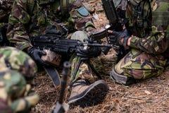 Оружие Mashine в руках солдата Стоковое фото RF