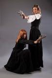 Оружие steampunk 2 женщин Стоковое Изображение
