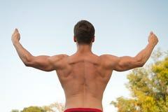 Оружия повышения человека или спортсмена, задний взгляд Стоковое Фото