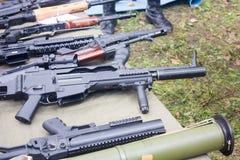 Оружи на таблице Стоковое Изображение RF