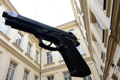 ` Оружи ` установки в дворе музея современного искусства Artbanka Она была создана одним из самое известное современного Стоковое Фото