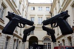` Оружи ` установки в дворе музея современного искусства Artbanka Она была создана одним из самое известное современного Стоковое фото RF