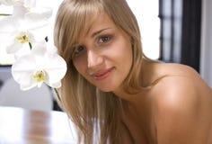 орхидеи девушки белые Стоковые Изображения