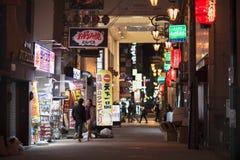 Осака, Япония - 2-ое ноября 2018: Японский народ в торговой улице, Осака, Японии стоковое фото rf