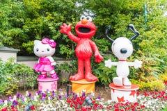 ОСАКА, ЯПОНИЯ - 21-ОЕ НОЯБРЯ 2016: Elmo, киска и Snoopy в хеллоуине Стоковая Фотография