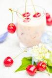 Освежая вишни коктеиля плодоовощ питья лета Стоковые Изображения RF