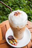 Освежая замороженные кофе и помадка молока Стоковые Изображения RF