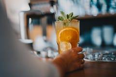 Освежая лимонад холодного чая вкусный стоковое фото