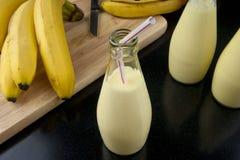 Освежая молочный коктейль smoothie банана Стоковая Фотография RF