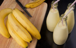 Освежая молочный коктейль smoothie банана Стоковое фото RF