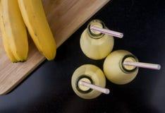 Освежая молочный коктейль smoothie банана Стоковая Фотография