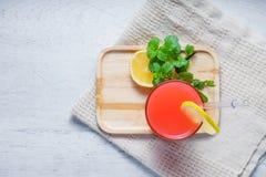 Освежая питье лета с пуншем плодоовощ Стоковое Изображение RF