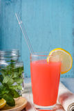 Освежая питье лета с пуншем плодоовощ Стоковая Фотография RF