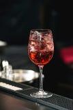 Освежая розовый коктеиль с розой на верхней части Стоковая Фотография RF