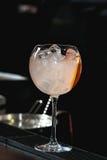Освежая рубиновое красное coctail с плодоовощ виноградины Стоковая Фотография RF