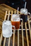 Освежение выпивает тайский чай льда Стоковые Фотографии RF