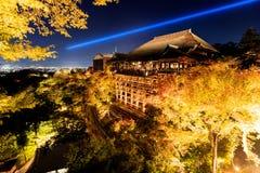 Осветите вверх выставку лазера на виске dera kiyomizu, Киото Стоковые Фото
