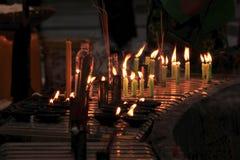 Освещать пламя свечи стоковые фото