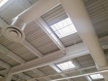 Освещение и система вентиляции промышленного здания Стоковое Изображение