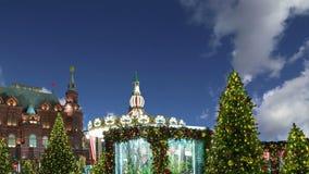 Освещение и Manege праздников рождества и Нового Года придают квадратную форму на ноче moscow Россия акции видеоматериалы