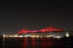 Освещение моста Jacques Cartier в Монреале Годовщина Montreal's 375th светящее красочное взаимодействующее стоковые изображения rf