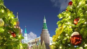 Освещение праздников Нового Года рождества на улице около Москвы Кремля на ноче, России акции видеоматериалы
