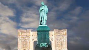 Освещение праздников рождества и Нового Года в центре города Pushkin Москвы придает квадратную форму на ноче, России акции видеоматериалы