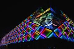 Освещение приведенное Œnight ¼ wallï занавеса современного коммерчески здания стоковое фото rf