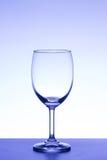 Освещение пустого бокала фиолетовое на белой предпосылке Стоковая Фотография RF
