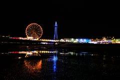 Освещения Блэкпула с отражением на пляже Стоковые Изображения RF