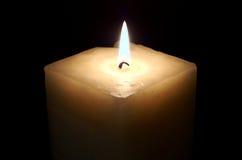 освещенная свечка Стоковые Изображения