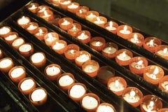 Освещенные свечи воска стоковые фотографии rf