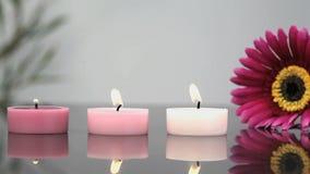 Освещенные свечи в центре курорта видеоматериал