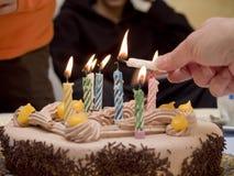 освещенные свечки именниного пирога Стоковое Изображение RF