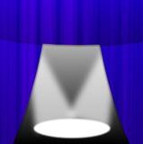 Освещенный вверх этап с голубым portiere Стоковое Изображение