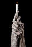 Освещены руки держа свечу, свеча, черная предпосылка, уединение, тепло, в темноте, вручают смерть, ведьму рук стоковые изображения