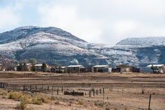 Освободившееся государство Южная Африка Clarens ландшафта Snowy восточное стоковая фотография