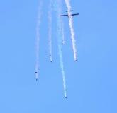 Освободите парашютировать parachutists падения понижаясь Стоковые Изображения RF