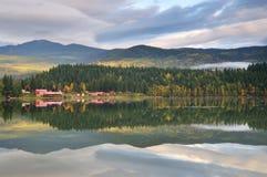 осени утро озера clearwater bc голландское стоковое изображение