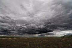 Осенние поле и небо Стоковая Фотография