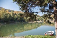 Осенний взгляд маленького озера близко в Bormida Стоковое Изображение RF