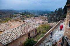 Осенний trekking в провинции Сиены, от Buonconvento к аббатству Monte Oliveto Maggiore стоковое фото