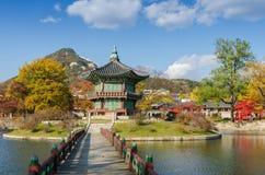 Осень дворца Gyeongbokgung в Сеуле, Корее Стоковые Фото